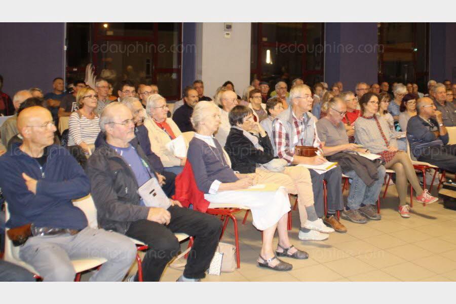 Un collectif a organisé une réunion, mercredi soir à Livron.