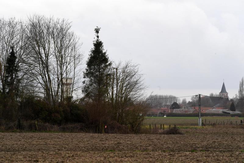 La municipalité et un collectif d'habitants de Saméon disent non à l'implantation d'une antenne-relais de 45 m au milieu de la commune. Ici le terrain de la future antenne. PHOTO STEPHANE MORTAGNE