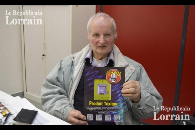 Pour Joseph Muller, retraité de 72 ans, il faut dire non au compteur Linky. Il affirme : « Ce produit est toxique. Mais comme on est dépendant à l'électricité, le fournisseur pense pouvoir faire ce qu'il veut. » Photo Mélanie COTTREZ