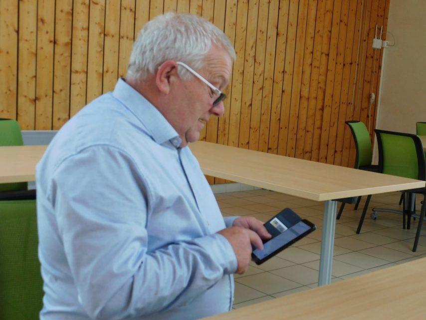 Yannick Le Goff, le maire de Grâces, s'interroge sur ce projet d'installation d'une antenne-relais, sur le parking de la grande surface Carrefour. (©L'écho de l'argoat)