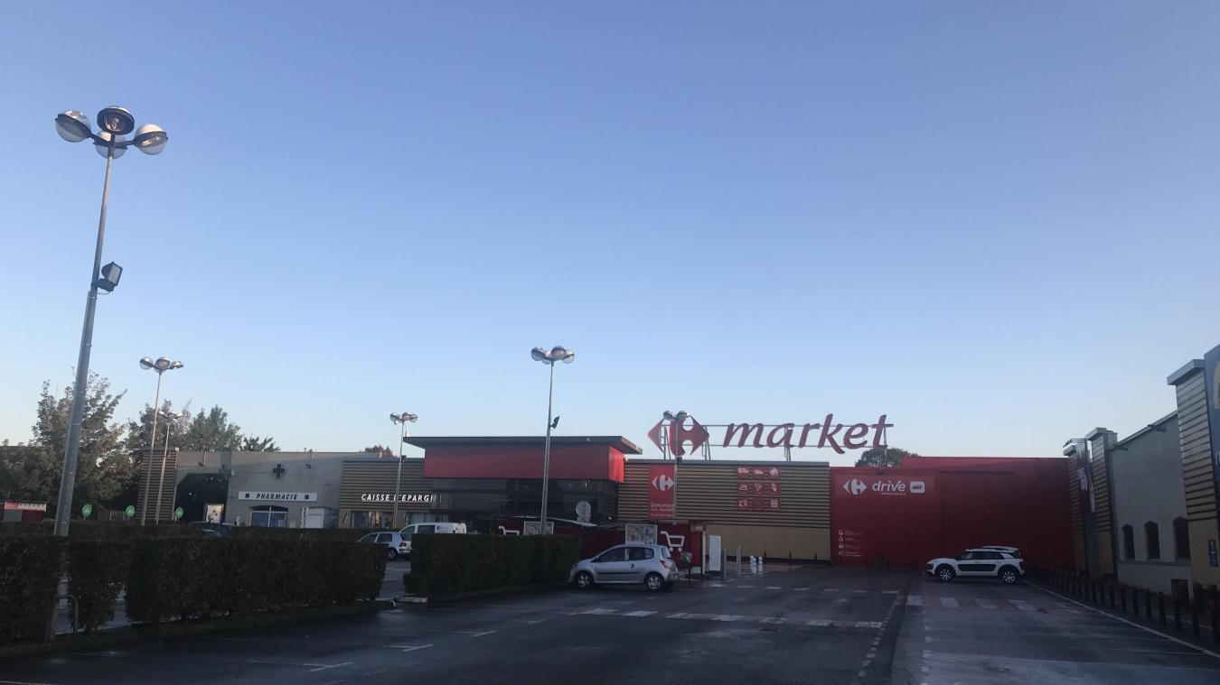 SFR estime que la seule solution pour offrir une meilleure couverture du réseau et de façon la plus rapide, c'est d'installer l'antenne sur le supermarché Carrefour.