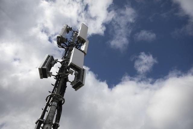 La pression des opérateurs de téléphonie mobile pour déployer des antennes génère une très forte inquiétude dans la population, selon une Verte jurassienne.