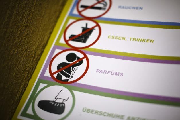Dans cet immeuble, il est interdit de fumer, de se parfumer, d'utiliser son téléphone portable... AFP / Michael BUHOLZER