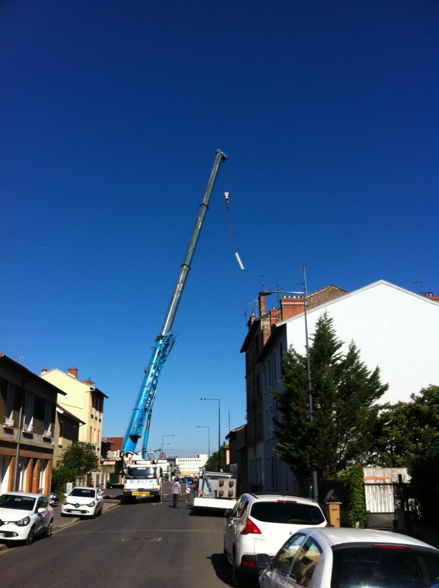 'Free Mobile installe 3 antennes relais 4G à moins de 80 m d'une crèche' - Collectif de riverains Cyprina à Villeurbanne - 15/07/2014