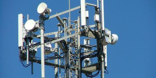 Une loi pour encadrer l 39 exposition aux ondes le monde for Antenne relais wifi maison