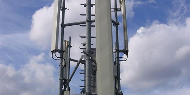 """L'installation des antennes-relais de téléphonie mobile sera davantage encadrée et un """"comité national de dialogue"""" sera mis en place. (Crédits : DR)"""