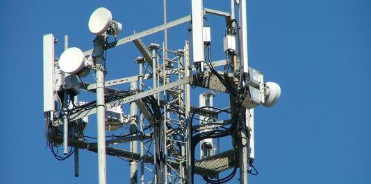 Une antenne-relais de téléphonie mobile. Elsie esq. / Flickr