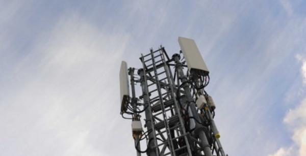 Internet danger t l phone portable et antenne relais for Antenne relais wifi maison